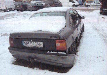 Masina abandonata Oradea BH 04 GME Opel Vectra