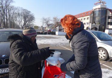Prânzul pe roţi pentru oamenii străzii la Oradea