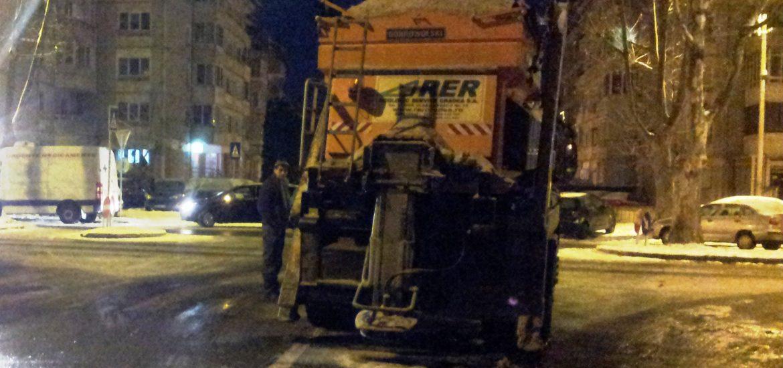 24 de utilaje RER au actionat, in Oradea, ieri si azi noapte pentru indepartarea zapezii de pe carosabil