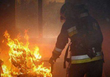 Incendiu in Lunca la o societate comerciala, 70 mp de acoperis mistuiti in incendiu