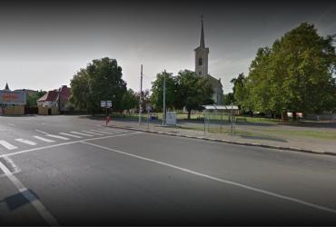 Adapostul din statia de autobuz de la P-ta Tineretului a fost vandalizat. OTL: probabil au vrut sa-l fure