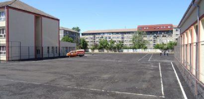 Primaria executa lucrari de reparatii si intretinere la mai multe scoli si gradinite din oras
