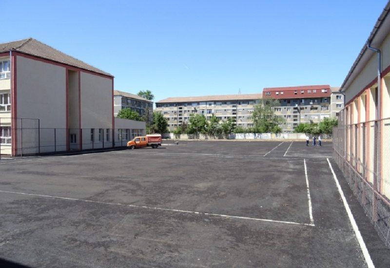 Primaria Oradea desfasoara lucrari de asfaltare in curtile a mai multor scoli si gradinite din oras. Care sunt acestea