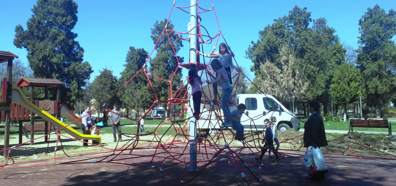Trei parcuri din Oradea au fost dotate cu aparate destinate petrecerii timpului liber. (FOTO)