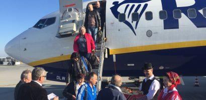 Un nou zbor inaugural pe Aeroportul Oradea. Prima cursa Milano-Oradea-Milano, a aterizat azi la Oradea (FOTO/VIDEO)