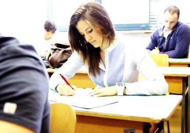 Aproximativ 13.500 de elevi bihoreni participa, incepand de astazi, la simularile examenelor nationale