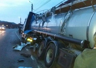 O autocisterna plina cu substante periculoase s-a rasturnat, in urma unui accident pe DN1, in zona localitatii Grosi
