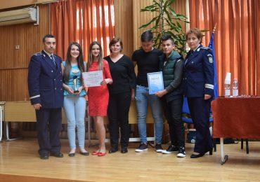 """Zece licee din judetul Bihor s-au intrecut in concursul regional """"Şcoala fără violenţă"""" (FOTO)"""