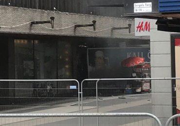 UPDATE! Atac terorist la Stockholm, un camion a intrat in multimea din centrul orasului. Bilant: 3 morti si 8 raniti