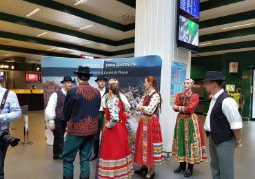 Presedintele CJ Bihor, dl Pasztor Sandor, a prezentat judetul Bihor, in Aeroportul din Milano, cu Csardas si port popular maghiar (FOTO/VIDEO)