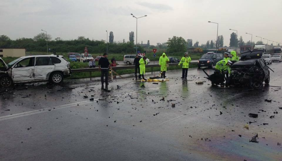 Accident grav pe Centura Oradea! Un mort si 4 victime grav ranite, printre care si o femeie insarcinata