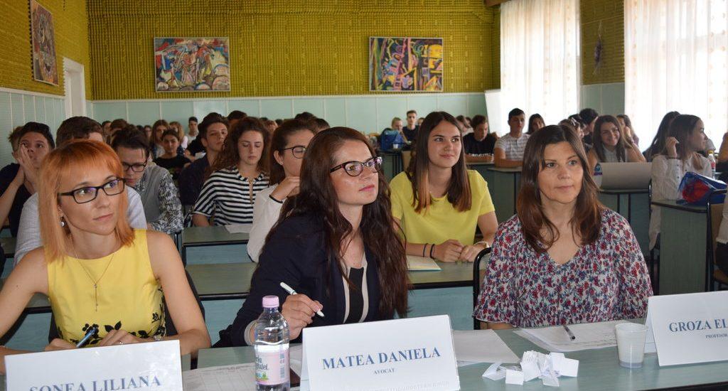 """Peste 100 de elevi, din 6 judete, au participat sambata, la Oradea, la concursul """"Scoala fara violenta"""" (FOTO)"""