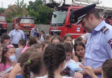 Ziua portilor deschise la toate unitatile de pompieri din Bihor, cu ocazia Zilei Copilului