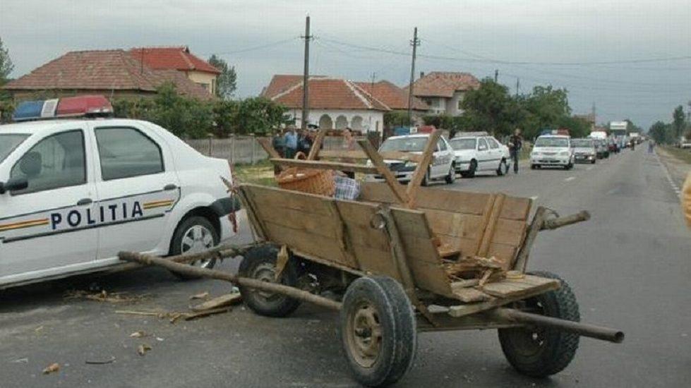 Accident stupid in Sacuieni, un barbat a fost tarat cateva sute de metri, de o caruta a carui cal s-a speriat