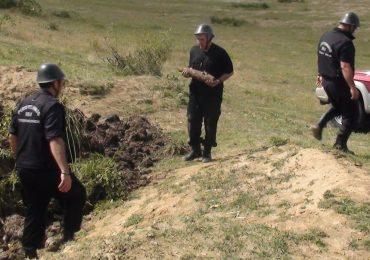 Peste 200 de proiectile si cartuse din al Doilea Razboi Mondial descoperite de cetateni si distruse de pompieri in judetul Bihor