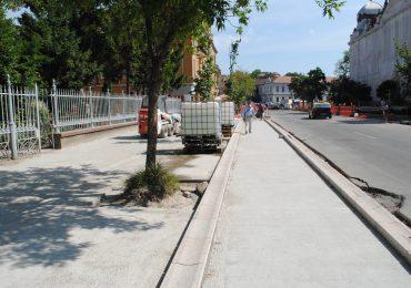 Largire trotuar Republicii magazinul crisul Oradea