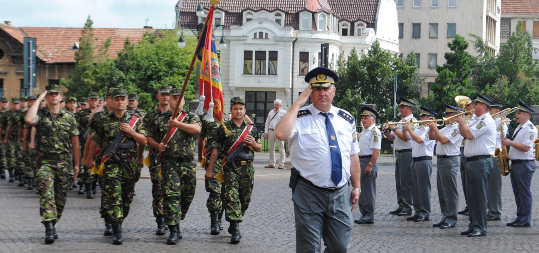 Ziua Drapelului Național, a fost sărbătorită în faţa Primăriei Oradea