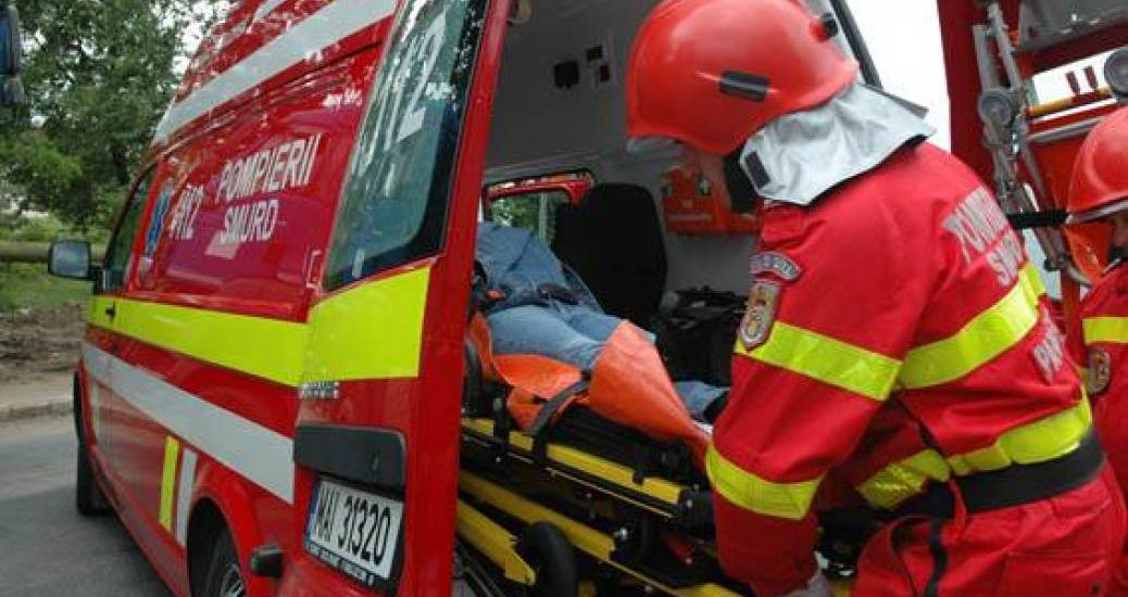 Femeie lovita de o masina, in timp ce traversa neregulamentar strada Aleea Strandului