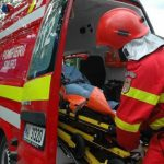 Un barbat accidentat grav, dupa ce masina in care se afla a intrat intr-un cap de pod, in Tarcea