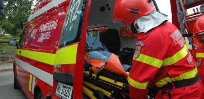 O minora de 10 ani din Oradea a ajuns la spital, dupa ce masina in care se afla a ajuns in sant