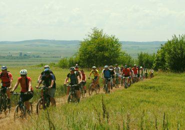 Peste 150 de bicicliști au redescoperit Bihorul, sâmbătă, pe un traseu lung de 36 de kilometri (FOTO)