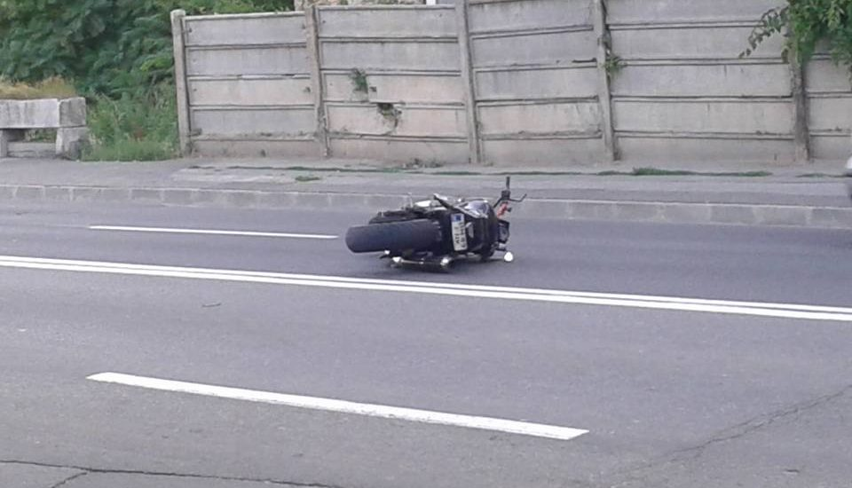 Un motociclist a ajuns la spital, dupa ce o soferita neatenta l-a determinat pe acesta sa sa faca o manevra de evitare pe o strada din Oradea