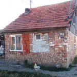 Casa construita, ilegal, pe domeniul public in Oradea, a fost demolata. (FOTO)