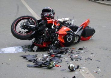 Un motociclist din Oradea a ajuns la spital dupa ce s-a izbit de un cap de pod, in apropiere de Diosig