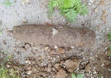O bomba din al Doilea Razboi Mondial, gasita in curtea unei gradinite din Tinca
