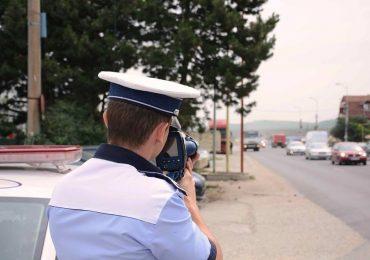 Inconstienta la volan. Un barbat din Alesd surprins de politistii rutieri circuland cu 180 km/h, in localitatea Lugasu de Jos