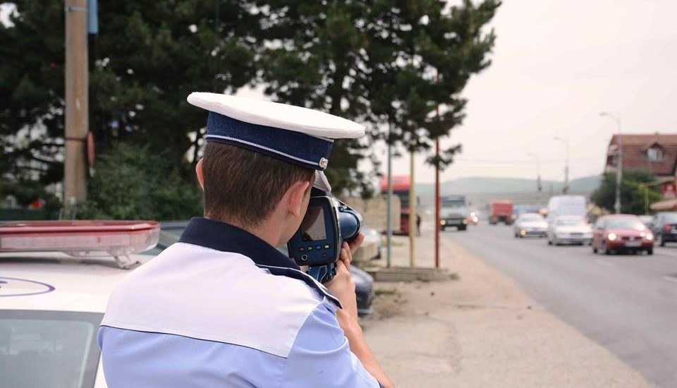 Doua femei surprinse pe Centura Oradea in timp ce conduceau cu 142, respectiv 131 km/h