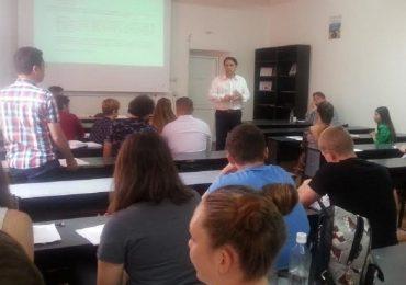 Deputatul PNL Bihor, Ioan Cupsa, a impartasit din experienta politica, studentilor prezenti la Scoala de vara internationala de la Oradea