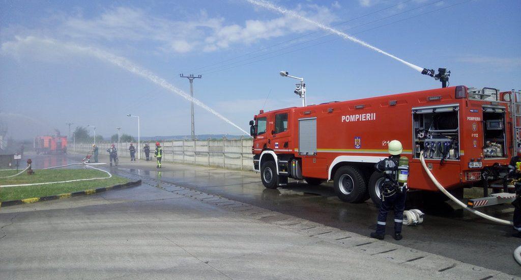 Simulare stingere incendiu la un depozit de produse petroliere din Tileagd (FOTO)