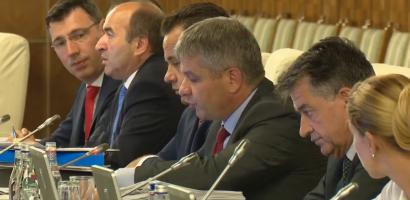 Tudose il trage de urechi pe Bodog, cerandu-i sa ia masuri la CJAS Bihor, dupa scandalul persoanelor cu handicap abandonate in holul institutiei