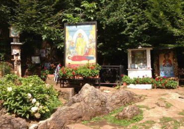 Minunea de la Mănăstirea Izbuc. Pe 15 august mii de pelerini vor fi prezenti la izvorul tamaduitor