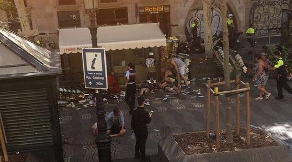 UPDATE: Atac terorist la Barcelona. 13 morti si 100 de raniti, printre care si doi romani, dupa ce o duba a intrat in multime pe o artera foarte aglomerata din Barcelona