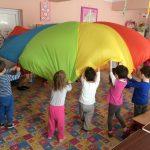 """""""Vacanta mea e un curcubeu"""" – proiect educational organizat de Inspectoratul Scolar si Rotary Club 1113 Oradea, pentru copiii mai putin favorizati din 11 gradinite din Bihor"""