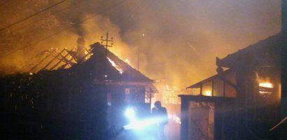 Incendiu puternic la o gospodarie din Bihor. Pagube de 20.000 de lei (FOTO)