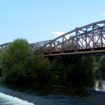 Un tanar de 16 ani din Oradea s-a sinucis, punandu-si capul pe sina, in fata unui tren