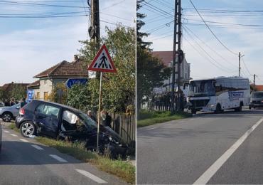 Accident, duminica dupa amiaza, in Topa de Cris, intre un autoturism si un autocar plin cu copii (FOTO)