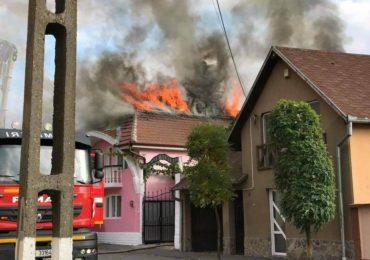 Incendiu in Oradea. O gospodarie de pe str. Vantului a luat foc