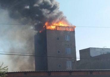 Incendiu puternic la mansarda unei firme, pe strada Uzinelor. (FOTO)