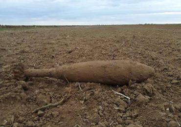 Bomba din Al doilea Razboi Mondial, descoperita, pe camp, in Livada, judetul Bihor