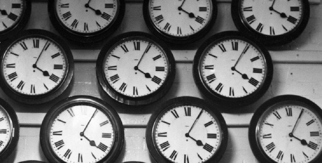 In aceasta noapte Romania revine la ora oficiala. Ceasurile vor fi date inapoi cu o ora