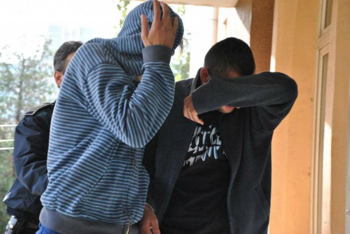 Razie in 7 localitati din Bihor si 21 de perchezitii domiciliare pentru a prinde 2 hoti din Stei