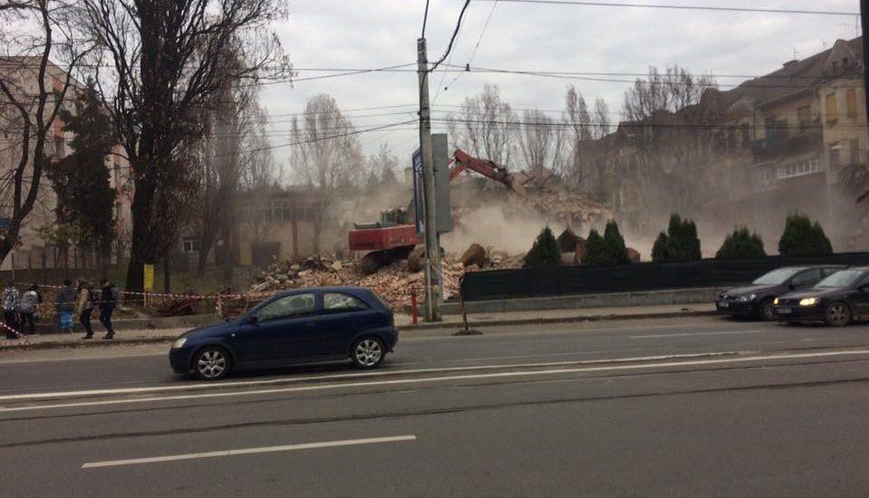 Cinematograful Crisana a fost demolat in cursul zilei de vineri 24.11.2017
