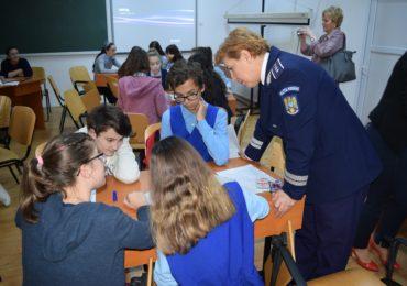 Adolescenta Altfel politisti oradeni