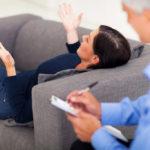 Mersul la psiholog – o modă, o ruşine sau o salvare?