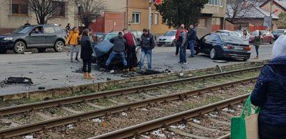 Trei autoturisme și un tramvai implicate într-un accident rutier, in Cantemir