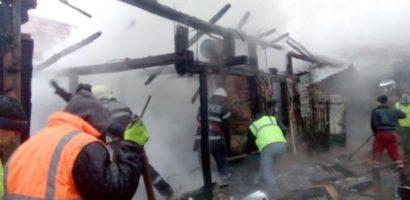 Incendiu in Tetchea, o persoana a ajuns la spital cu arsuri pe fata si maini